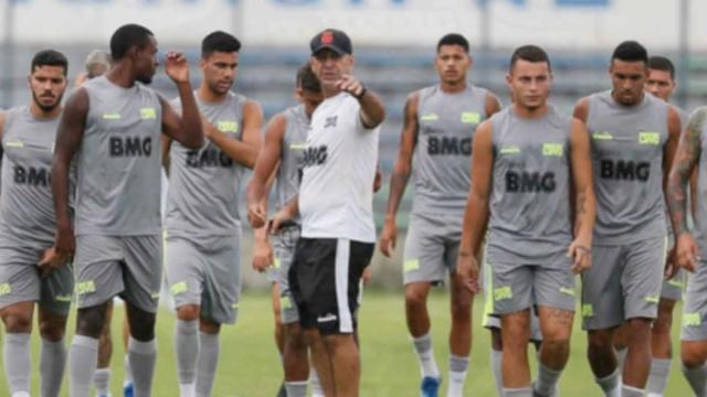 Por causa de salários atrasados, jogadores do Vasco se recusam a dar entrevistas