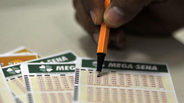 Mega-Sena acumulada sorteia prêmio que pode chegar a R$ 200 milhões nesta quinta (27)