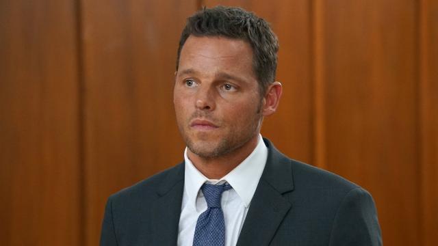 Grey's Anatomy 16x15: Alex smascherato dalla moglie perché non è mai stato da sua madre