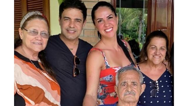 Zezé Di Camargo reúne família para comemorar volta do pai