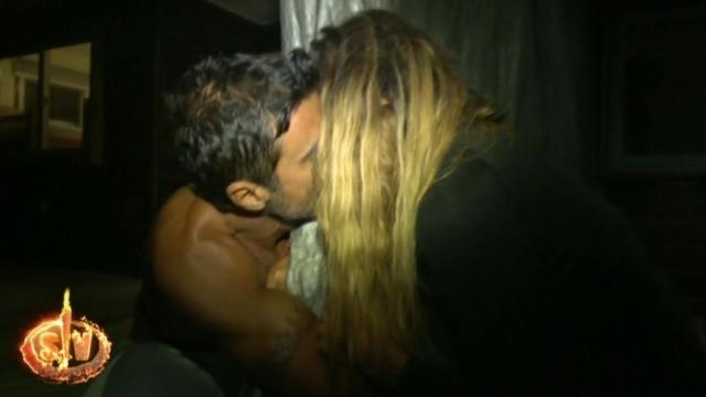 Supervivientes 2020: Hugo e Ivana se dan un beso muy romántico después de la evacuación