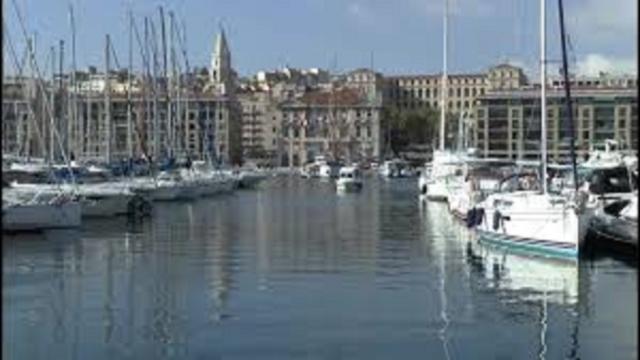 Marseille : un automobiliste tombe dans le Vieux-Port
