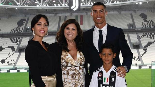 Cristiano Ronaldo tem mãe internada às presas em Portugal por AVC