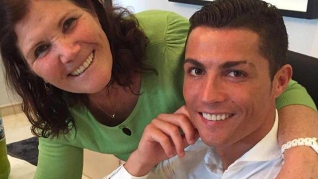 Dolores Aveiro, mãe de Cristiano Ronaldo sofre AVC isquêmico e é internada às pressas