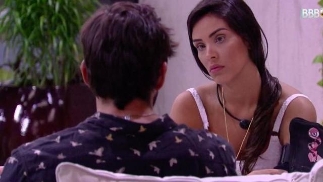 'BBB20': Ivy dialoga com Guilherme, esclarece voto e diz não achá-lo machista