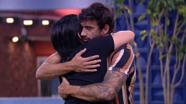 Guilherme e Pyong protagonizam abraço em despedida no Big Brother Brasil