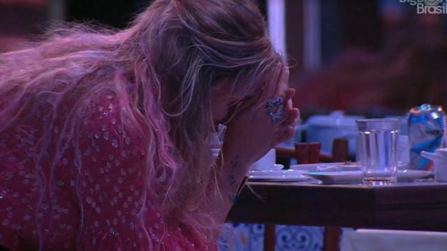 'BBB20': Marcela chora e diz a Daniel que não vai mais mantê-la segura