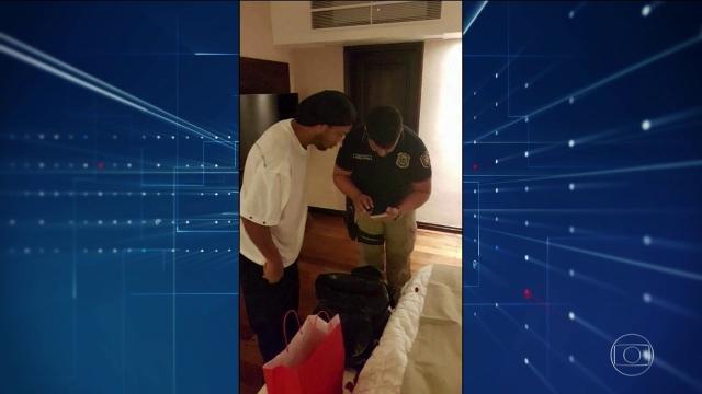 Ex-jogador Ronaldinho Gaúcho está sendo acusado de falsificar documentos no Paraguai