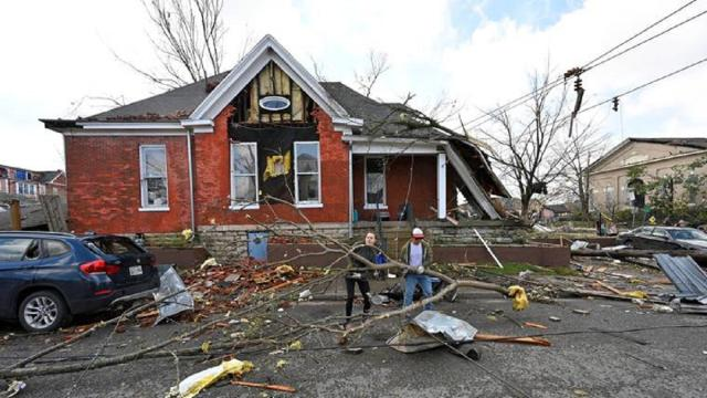 Tornadoes kill at least 25 in Tennessee
