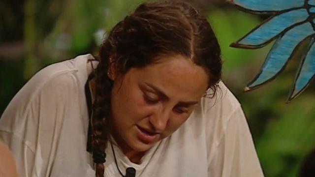 Rocío Flores al hablar de su madre Rocío Carrasco rompe a llorar