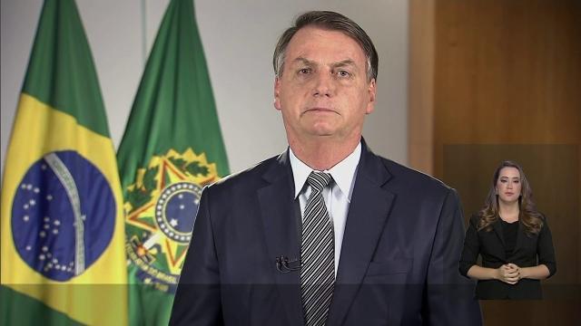 Bolsonaro afirma que coronavírus no Brasil não deve ser motivo de pânico