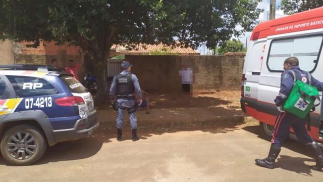 Homem nu invade casa de idosa e acaba esfaqueado