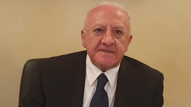 Il governatore della Campania Vincenzo De Luca vieta le consegne di cibo a domicilio