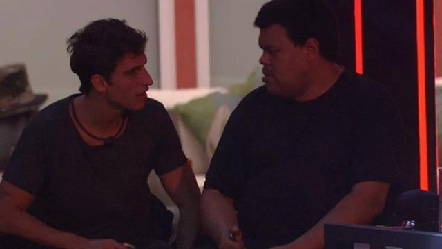 Em conversa com Prior, Babu diz que Daniel é um 'viadinho' e chama Pyong de 'viado'