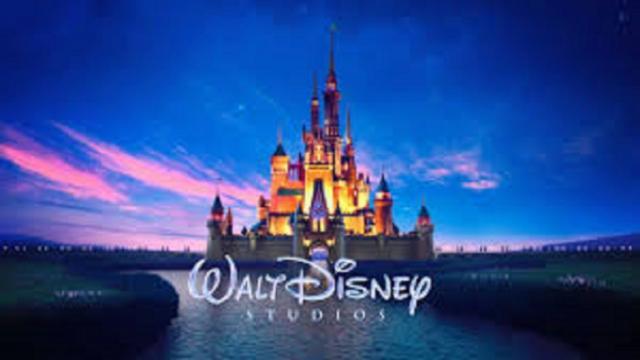 Disneyland ferme ses parcs en France et aux Etats-Unis