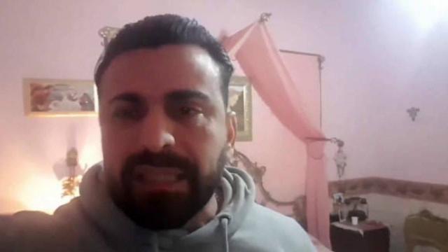 Ator italiano fica isolado dentro de casa com corpo de irmã falecida pelo coronavírus