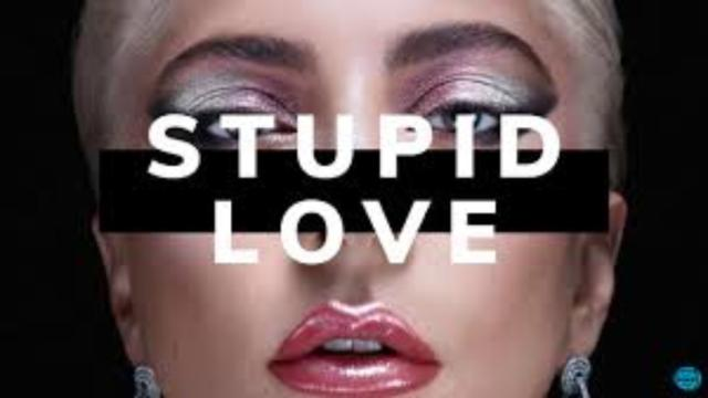 Single de Lady Gaga ' Stupid Love' estreou na quinta posição da parada da Billboard