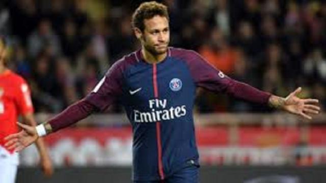 Nasser al-Khelaïfi félicite Neymar sur son match
