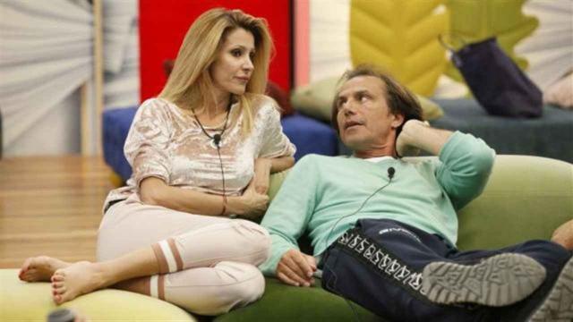 GF Vip: Antonio Zequila e Adriana Volpe in coppia a carte