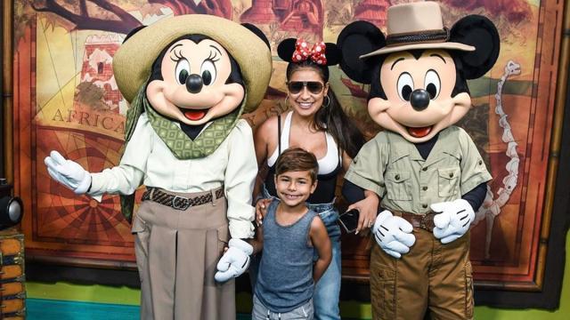 Filho de Simone posa com a  Minnie, e Kaká alerta sobre coronavírus