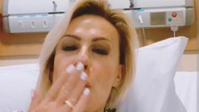 Ana Maria Braga posta foto em hospital em seu perfil nas redes sociais