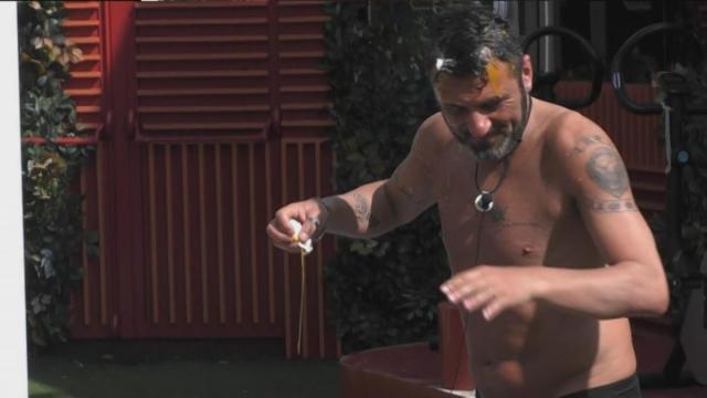 GF Vip, Teresanna contro Sossio: 'Ti depili ovunque e sono io che rompo le scatole?'