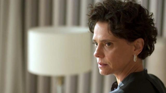 'Amor de Mãe': Lídia fica interessada por Magno e tenta seduzi-lo