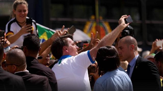 Em meio ao coronavírus, Bolsonaro dá prova de irresponsabilidade ao participar de atos