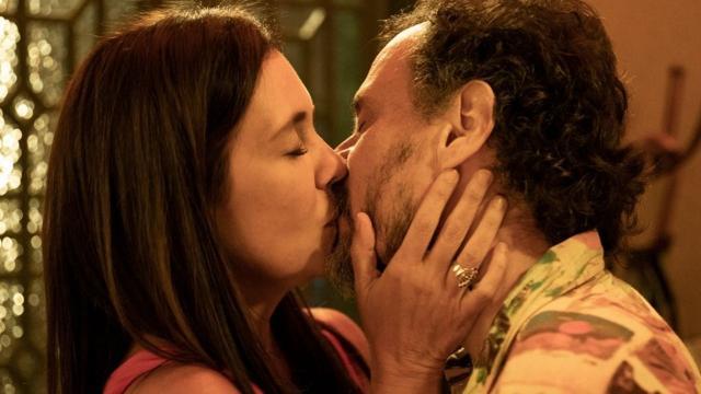 'Amor de Mãe': Thelma e Durval se beijam, mas paixão vai ficar em segundo plano