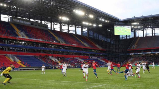 La UEFA ha decidido posponer la Eurocopa al verano del 2021