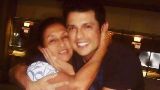 Comediante Ceará lamenta o falecimento de mãe: 'amor vai nos curar'