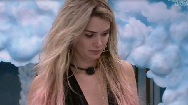 'BBB20': Marcela fica irritada com cobrança de Rafa sobre bagunça na cozinha