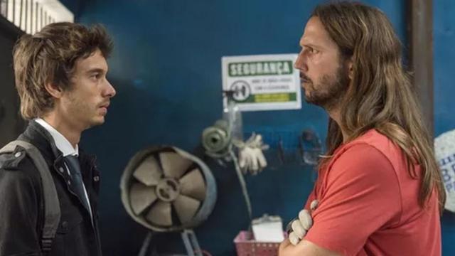 'Amor de Mãe': Davi se entende com Benjamin após salvá-lo da prisão