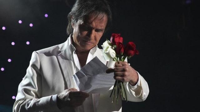 Roberto Carlos cancela shows e adia cruzeiro
