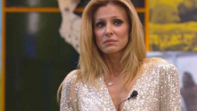 Grande Fratello Vip, l'abbandono di Adriana Volpe: 'Ho delle cose da risolvere'