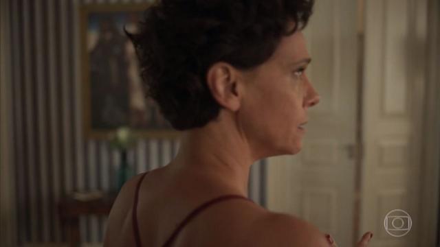 'Amor de Mãe': Lídia se livra do vício por álcool com a ajuda de Lurdes