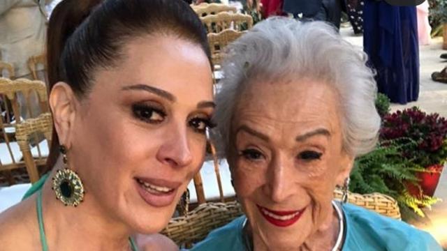 Atriz Cláudia Raia faz postagem homenageando a mãe já falecida