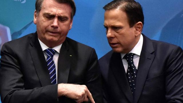 João Doria fica irritado após Bolsonaro citar coronavírus como