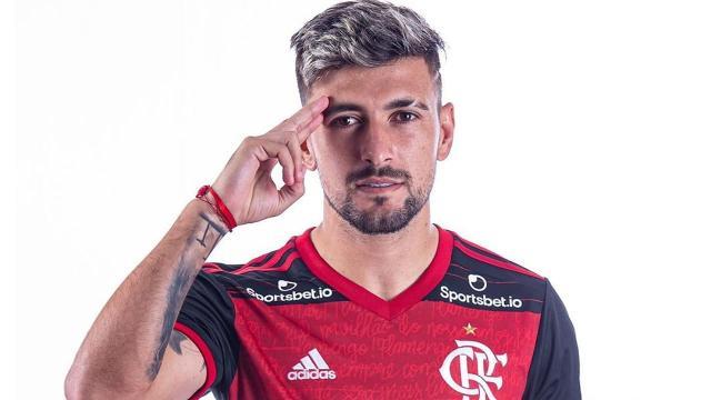 Flamengo domina lista de jogadores mais caros de transferências no Brasil