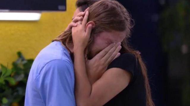 Angustiado, Daniel chora e revela que pensou em desistir do 'BBB20'