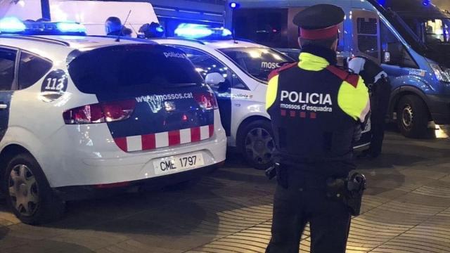 Ocho detenidos en Barcelona mientras organizaban una orgía, por tráfico de drogas