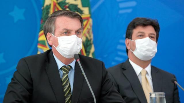 Bolsonaro adota várias medidas para combater o coronavírus