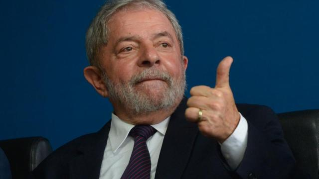 'Primeiro salvamos o povo depois a economia', diz Lula a respeito do COVID-19