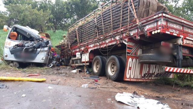 Acidente em rodovia mineira deixa 11 pessoas mortas