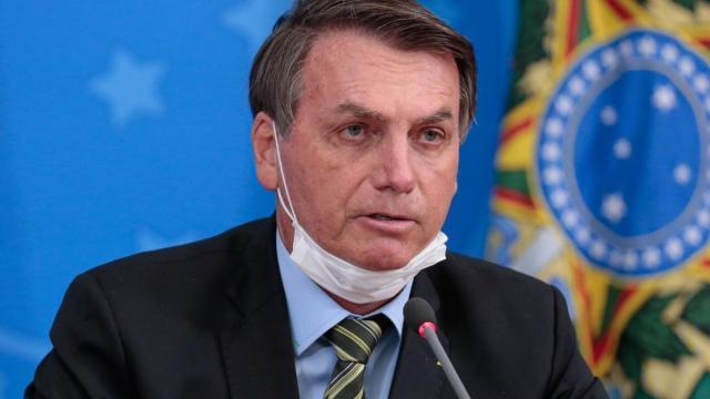 Após polêmica, Bolsonaro revoga artigo da MP que permite suspensão da salário