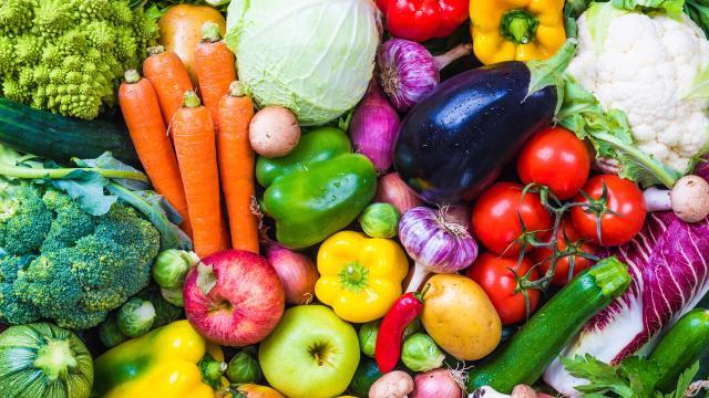 Verduras, frutas, proteín, imprescindibles para tener un cabello sano