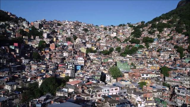 Coronavírus: traficantes determinam toque de recolher na Rocinha
