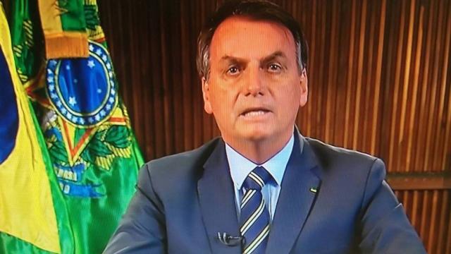 Coronavírus: Bolsonaro critica João Dória por conta de quarentena