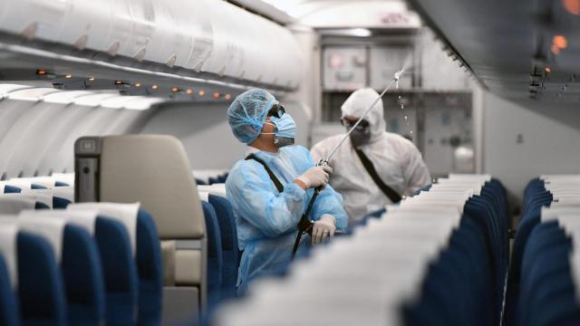 Donna positiva al coronavirus prende 2 aerei per arrivare in Sicilia da Pavia: denunciata