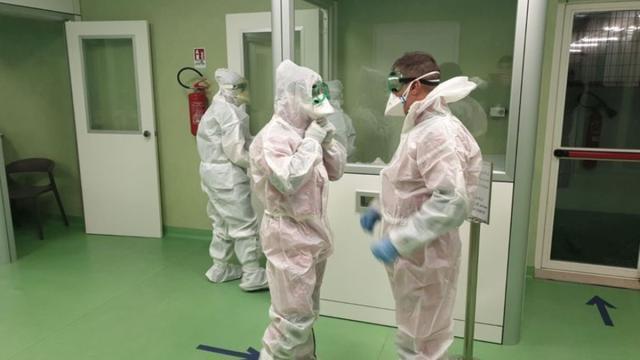 Profissionais da saúde sofrem com a falta de equipamentos de segurança